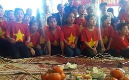 Mẹ Công Phượng mang gạo quê, củ sắn sang TQ tẩm bổ cho U23 Việt Nam