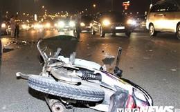 Phóng xe máy như bay tông đuôi xe tải, nam thanh niên thiệt mạng trên cầu Nhật Tân