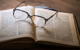 Dùng dao đâm đồng nghiệp vì trót tiết lộ kết cục cuốn sách đang đọc dở