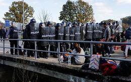 """20.000 người di dân mang vũ khí chuẩn bị """"càn quét"""" Châu Âu?"""