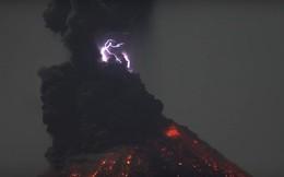 Xem núi lửa tạo chớp rực trời đêm