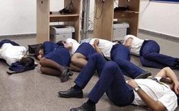 Chụp ảnh ngủ trên sàn nhà, 6 tiếp viên hàng không bị đuổi việc