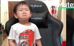 Oái oăm như nhà của Đậu: Bố Ba Duy thì muốn nghe BTS, còn con thì khóc nấc đòi mở nhạc BigBang