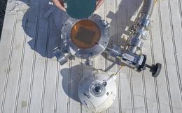 Các nhà khoa học tạo ra thiết bị vừa hấp thu ánh sáng Mặt Trời để tạo điện, vừa bắn thẳng nhiệt thừa ra ngoài vũ trụ