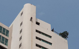 Phát hiện thi thể người ngoại quốc bị treo cổ trên nóc tòa nhà 31 tầng cùng một tờ giấy bí ẩn