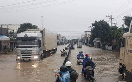 Nha Trang chìm trong biển nước, Quốc lộ 1 và đường sắt tắc nghẽn