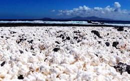 """""""Bãi biển bỏng ngô"""" nổi tiếng tại Tây Ban Nha: Trông hấp dẫn thế thôi chứ cắn vào là gãy răng ngay!"""