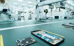 """Những hình ảnh thú vị về dàn robot """"khủng"""" tại nơi sản xuất điện thoại Vsmart"""