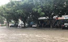 Mưa cực lớn tại Nghệ An, đường phố thành Vinh ngập sâu trong nước