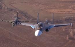 """Video: Hiếm hoi bộ đôi """"hàng khủng"""" Su-25 và Su-34 của Nga song hành trên không"""
