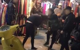 Cô gái trẻ bị người phụ nữ rút dép tát vào mặt, giật tóc dã man giữa phố cổ nghi do ngoại tình với người đã có vợ