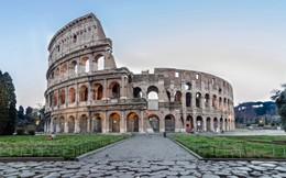 Du khách bị bắt vì gỡ gạch từ di tích đấu trường Colosseo làm kỷ niệm