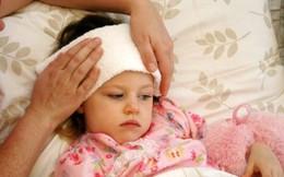 Sai lầm chườm lạnh cho trẻ khi sốt cao khiến con bệnh nặng thêm