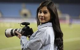 Nữ phóng viên xinh đẹp tác nghiệp trong buổi tập của Việt Nam và Malaysia tiết lộ tinh thần của các cầu thủ