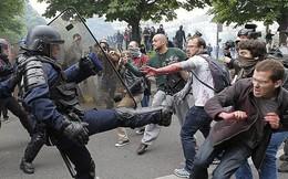 Xử lý biểu tình, ông Macron có thể học Obama