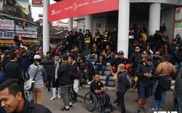 Ảnh: CĐV Malaysia liên tục nói 'thank you so much' khi tới sân Mỹ Đình, chụp ảnh với CĐV Việt Nam như người nhà