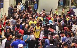 Thất bại trước Việt Nam, đội tuyển Malaysia vẫn được chào đón như những người hùng khi về nước
