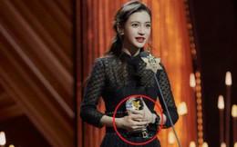 Phủ nhận ly hôn với Huỳnh Hiểu Minh nhưng Angela Baby vẫn quyết không đeo nhẫn cưới
