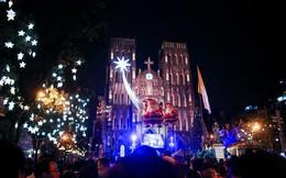 Nhà thờ lớn Hà Nội chật cứng người trong đêm Giáng sinh