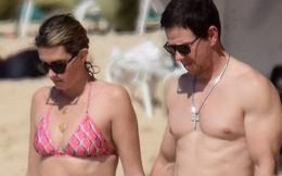 Cổ tích giữa showbiz: 17 năm bên nhau, tài tử Mark Wahlberg vẫn luôn nắm chặt tay vợ như mới yêu