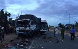 Xe chở khách du lịch tông ô tô tải, 9 người thương vong