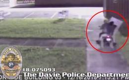 Vào siêu thị lấy cắp đồ, tên trộm đánh rơi tivi 43 inch trên đường tẩu thoát