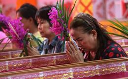 Nằm trong quan tài giả chết - cách đón năm mới của người Thái