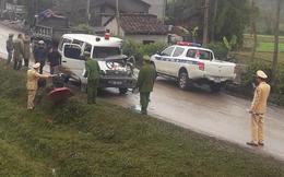 Xe cứu thương chở bệnh nhân tông vào ô tô tải, tài xế gãy tay