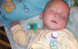 Bé 8 tháng tuổi chết tức tưởi vì bị mẹ cho uống rượu, nguyên nhân phía sau khiến ai cũng căm phẫn