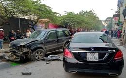 """Hiện trường vụ """"xe điên"""" đâm hàng loạt xe trên phố Hà Nội khiến cụ bà tử vong tại chỗ"""