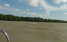 Sà lan chở cát chìm trên sông Tiền, 3 người mất tích