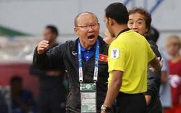 HLV Park Hang-seo nổi cáu khi Quang Hải bị phạm lỗi