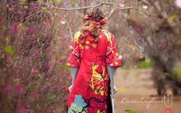 Bức hình cô gái đi chụp ảnh ở vườn hoa, dân mạng chững lại khi nhìn toàn cảnh