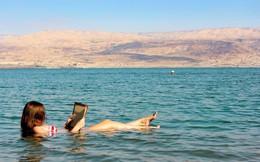 Jordan, nơi con người có thể tự nổi lên trên mặt nước