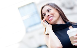 Cho người khác mượn điện thoại gọi nhờ 1 cuộc, cô gái hốt hoảng khi ngân hàng báo tin dữ