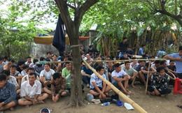 Cảnh sát vây ráp trường gà trong bãi đất trống, tạm giữ gần 150 con bạc ở Sài Gòn