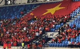 CĐV Việt Nam đến sân từ sớm, người hâm mộ trong nước sôi động tiếp lửa cho thầy trò Park Hang-seo
