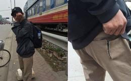 Người đàn ông ôm mặt khóc vì bị móc túi trong ngày giáp Tết, sự thật lại khiến dân mạng phẫn nộ