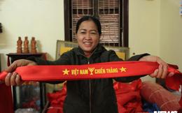 Tuyển Việt Nam gặp Nhật Bản: Dân may cờ làm ngày làm đêm vẫn không đủ bán