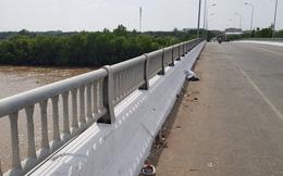 Phát hiện xe và đôi dép của 1 dân quân tự vệ trên chiếc cầu có nhiều người tự tử