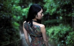 24h qua ảnh: Cô gái trình diễn hình xăm trong công viên ở Nhật Bản