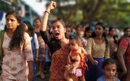 Bị cấm vào đền thiêng, 5 triệu phụ nữ Ấn Độ xếp hàng biểu tình dài 600km