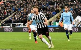 """Thất bại gây sốc, Man City """"tự bắn vào chân"""" trong cuộc đua vô địch Premier League"""
