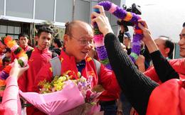 Đặt chân đến UAE, thầy trò HLV Park Hang-seo được đón tiếp theo tiêu chuẩn VIP