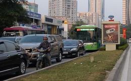 """Buýt nhanh BRT vẫn """"lụt"""" trong giờ cao điểm"""