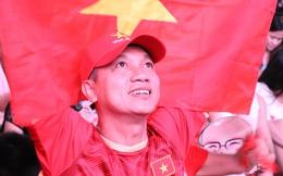 Người Sài Gòn nhảy múa ăn mừng U22 Việt Nam tiến dễ dàng vào chung kết
