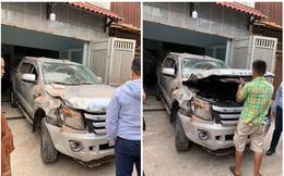 Vừa ngồi lên xe mới lái thử, tài xế đã đâm húc đổ tường vì nhầm chân ga