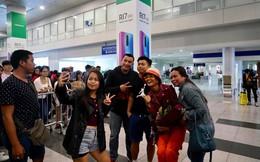 H'Hen Niê được người dân Philippines nhận ra, hào hứng xin chụp ảnh chung