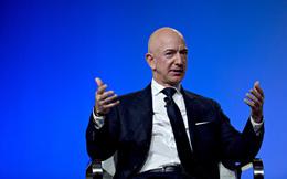 """Lùm xùm giữa Jeff Bezos và tờ National Enquirer: Scandal tống tiền ảnh """"nóng"""" đơn thuần hay động cơ chính trị nào khác liên quan đến ông Trump?"""