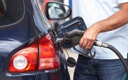 Vì sao không nghe điện thoại, nổ máy khi đổ xăng cho ô tô?